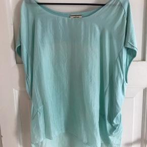 Oversize t-shirt.