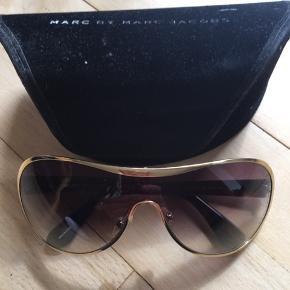Skønne solbriller kun brugt få gange.