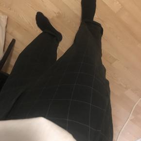 Ternede bukser fra Weekday. Bukserne er aldrig brugt, da det var et fejlkøb, nypris var 400