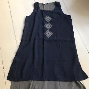 Helt ny sommer kjole i bomuld og silke. Str. S