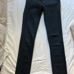 5e1c25bb112 Fede blå jeans fra Acne.
