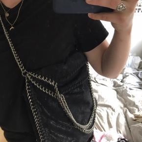 Sælger min sorte kæde taske,  den er brugt få gange.