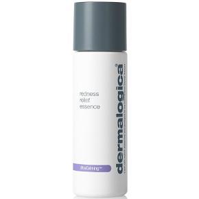 Dermalogica UltraCalming Redness Relief Essence er et beroligende produkt, som er specielt udviklet til en sensitiv hud. Den har en meget let konsistens som en toner, men med samme koncentration som et serum. Den er beriget med naturlige antioxidanter og E-vitamin, som virker beroligende, og som mindsker rødme eller ubehag i huden. Derudover er den med salvie-ekstrakt, som er med til at hele hudens lipide barriere, mens aloe vera fugter huden og mindsker irritation, som er forårsaget af tørhed.  50 ml, kun brugt 3 gange.  Giv et bud