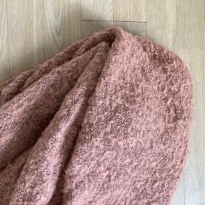 Flot og varmt stort striktørklæde fra Pieces. Brugt en sæson.