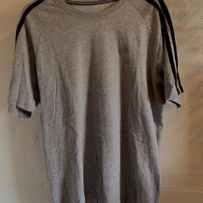 Rigtig fin trøje - lidt oversized