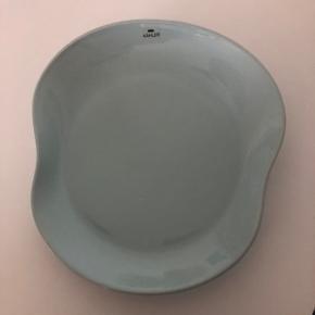 Mano tallerken fra Kähler i turkis.