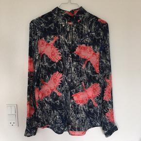 Skjorte i 100% silke. Kun brugt få gange.