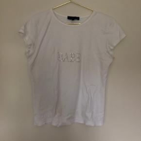 Hvid t-shirt med BABE skrevet med rhinestones  Y2k - 90's