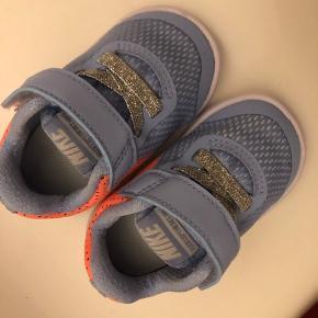 Unsisex sneakers .. aldrig brugt   BYD :)