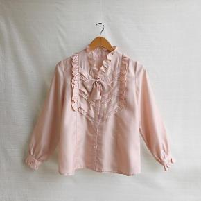 Helt fantastisk vintage skjorte sælges! Ingen størrelseslabel i, men den passer en str. S/36.  #30dayssellout