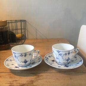 Bing & Grøndahl. Musselmalede kaffekopper. Prisen for begge er 150 🌸