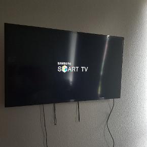 """40"""" LED Smart TV Indbygget Wi-Fi og Netflix 5-serie - Full HD-opløsning  Uden ridser TV kan afhentes i original indpakning inkl. TV-fod  Se mere  https://www.elgiganten.dk/product/tv-billede/fladskarms-tv/UE40J5205XXE/samsung-40-full-hd-smart-tv-ue40j5205#ProductMoreInformationTab"""
