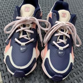 Nike Shox, kun brugt få gange. Virkelig god stand, kun lidt slid på sål - flere billeder kan sendes