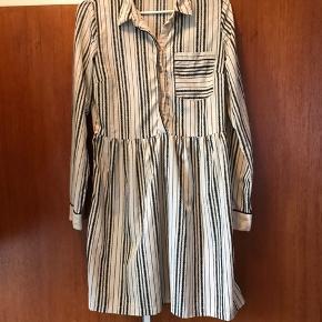 Flot skjortekjole fra Vila i str S Brugt sparsomt og derfor næsten som ny