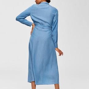 Denimlignende kjole i bæredygtigt lyocell.