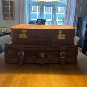 Vintage kuffert, 2 stk i cognac farvet læder. Brugt som opbevaring, pynt. Sælges samlet
