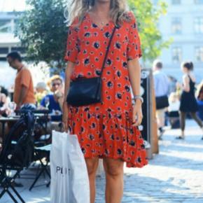 Ganni smuk viskose kjole med drop waist str.S.,model hedder Rosemary