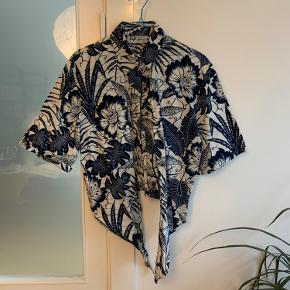 Vintage binde skjorte med blåt blomster mønster 🌺