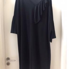 Kun brugt et par gange .. lækker kjole Str Xl ( 54-56 )  Ny pris 799 kr