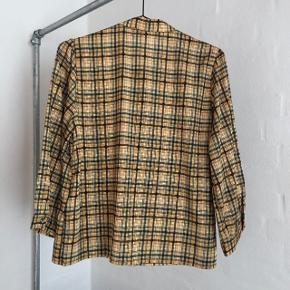 Sælger denne smukke bluse fra Gestuz. Aldrig brugt. Str. 38, men passer også 36.  Nypris var 799kr.  BYD!