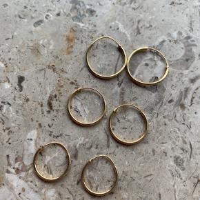 3 stk hoops fra ASOS. Brugt meget derfor er de sat som slidt og de er også blevet lidt skæve, men det kan sagtens rettes til.