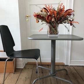 Fint lille spisebord/cafebord   Ingen skrammer! Fin stand