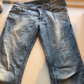 Fede jeans med stretch w28/L 30. Brugt ganske lidt . Har et lidt slidt look og dejligt bløde. #30dayssellout