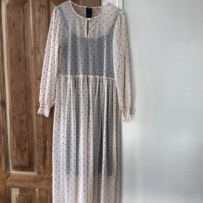 Brugt en enkelt gang. Fineste kjole fra one two luxzuz 🌸🌸