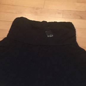 Nederdel str M - aldrig brugt - kan sendes på købers regning