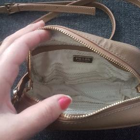 Rigtig fin lille taske jeg har næsten ikke fået brugt den.
