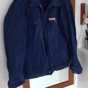 En fin oversize blå jakke hvis du er en medium. Den er fra Trumph og er lavet af 100% bomuld.  #30dayssellout