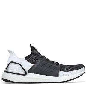 Sælger de her Adidas Ultra Boost i str 39, da jeg desværre må erkende de er lidt for store. De er brugt en enkel gang, og fremstår derfor i super stand! Jeg normal en str 38, så det er svarende en 38,5 eller en 39.   Jeg købte dem for 1500kr, men sælger dem for 1000kr.   Ønsker du flere billeder, må du endelig spørge!