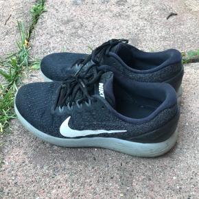 Sneakers fra Nike, kom med et bud😊