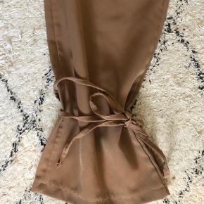 Flotte bukser med snor der kan bindes om anklen