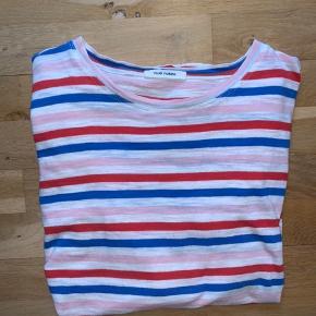 Sælger denne super fine candy striped tshirt fra Nue Notes. Den er brugt og vasket, og derfor ser den ikke helt ny ud. Der er dog ingen slid eller snavs, derfor er den sat som god men brugt. Kan sendes med DAO eller hentes i kgs lyngby :)