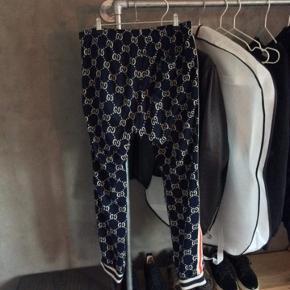 Sælger mine dejlige bukser, da jeg ik går med dem. De pisse dejlige og gå med  Mp:2300 HH: 2400 Bin: 2600 Bin: 6600  Har intet og til dem