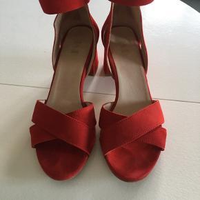 Skønne læder sandaler fra Shoe The bear, kun brugt en enkel gang . Pæn stand
