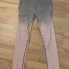 Brugt een gang. Lækre tights i lysegrå som fader over i lyserød.