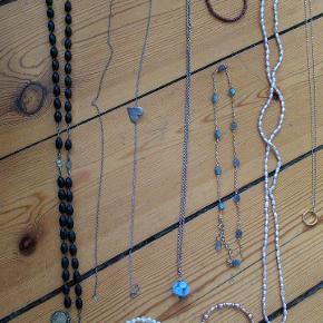 Forskellige smykker, bl.a. Dyrberg Kern ring med sort Onyx sten, halskæder og armbånd. Kom med et bud!