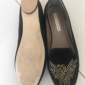 Varetype: Loafers Farve: Sort Prisen angivet er inklusiv forsendelse.