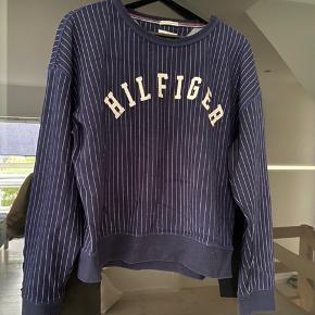 Lækker sweater. Kan også bruges af large.