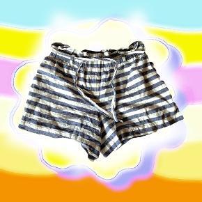 Tommy Hilfiger stribede sommer shorts i en small-medium ✨