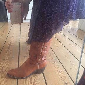 Cowboy boots -mega fede!