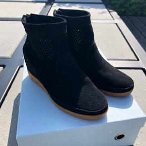 Shoe The Bear støvler str. 37 aldrig brugte.. Nypris 1000 kr. - Mp 600 kr.