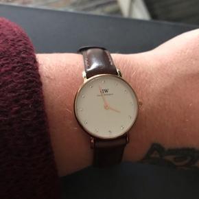 Sælger mit Daniel Wellington ur. Det er den lille skive. Rosegold med sten i. Brug få gange.