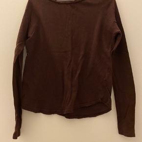 Slæder denne fine trøje fra American Vintage. Byd