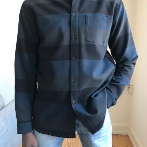 Libertine-libertine skjorte til mænd. Str m men svarer ca til str L. Kan afhentes i Aarhus C eller sendes på købers regning