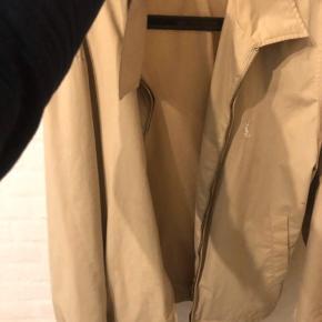 Ingen skader, fin jakkes, som kan pifte op i outfittet  Mp 700