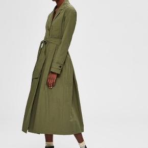 Smuk, feminin jakke. 100% økologisk bomuld