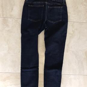 Str. 30/32 Acne skinny jeans i flot mørkeblå farve. Brugt en gang. Forkert str.  Se mine andre annoncer!